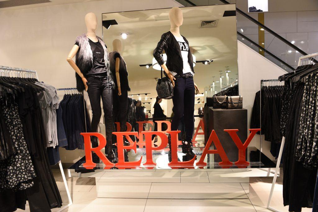 cea_replay_beautyourselfie1